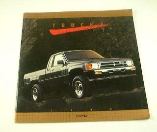 1988 88 TOYOTA Pickup TRUCK BROCHURE Turbo Xtracab SR5 Deluxe 4x4 4x2  Vehicles