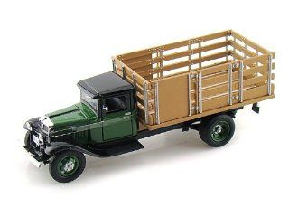 1934 Ford BB 157 Stake Bed Truck 1/43 Green Toys & Games