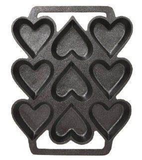 Cast Iron Heart Shaped Cake Pan   9 x 7.5 Inch Novelty Cake Pans Kitchen & Dining