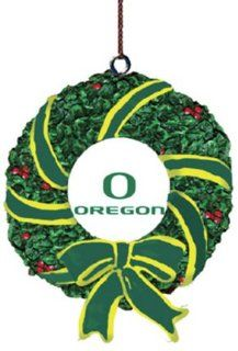 Oregon Ducks Memory Company Team Mascot & Wreath Christmas Tree Ornament NCAA College Athletics Fan Shop Sports Team Merchandise  Sports Related Merchandise  Sports & Outdoors